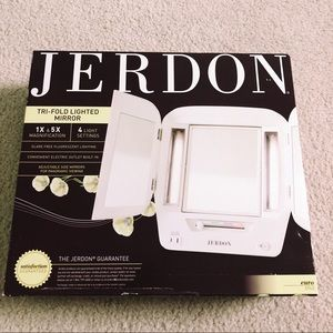 Jerdon Tri-Fold Lighted Mirror